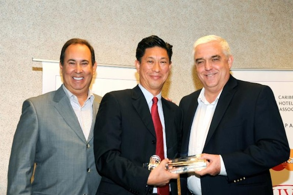 Emil Lee (centre) with CHTA CEO Jeff Vasser and outgoing President Richard Doumeng (File Photo courtesy of Caribjournal)