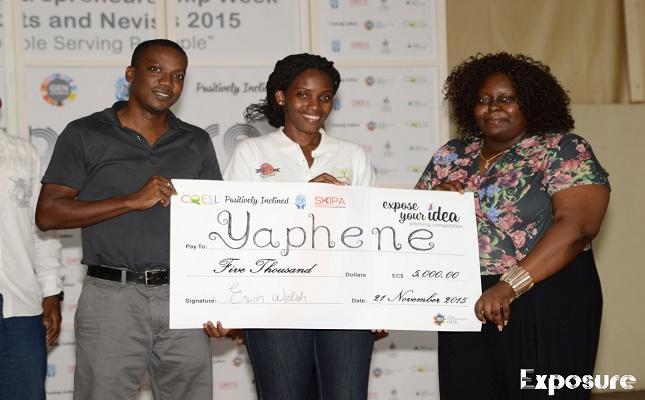 Anastasia Elliott (centre) gets her entrepreneurship award