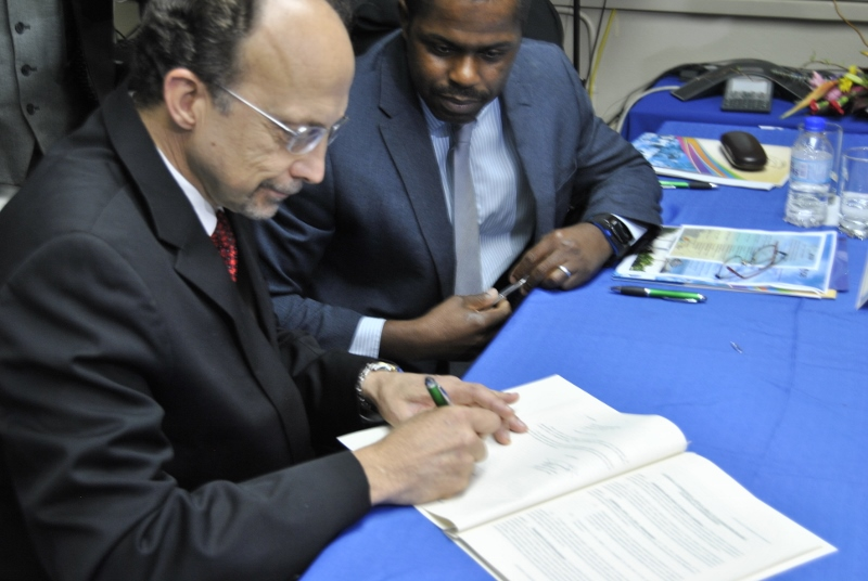 Dr. C James Hospedales, Executive Director CARPHA and Mr. Julian Belgrave, Chief Operations Officer, Trinidad and Tobago IDB Country Office, sign landmark agreement.