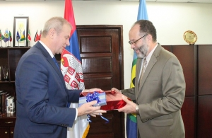 An exchange of gifts at the accreditation ceremony