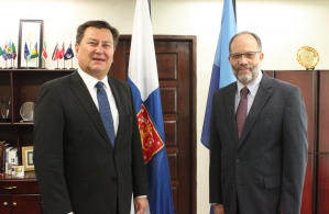 Finland's Ambassador to CARICOM, His Excellency Jukka Pietikӓinen (left) and CARICOM Secretary-General, Ambassador Irwin LaRocque