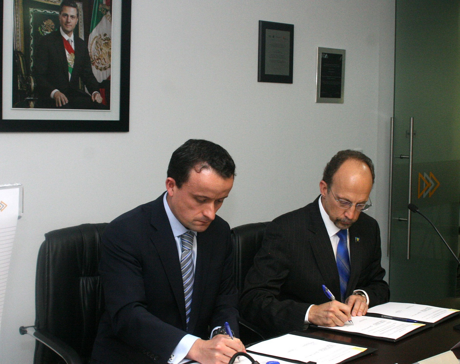 Dr. C James Hospedales, Executive Director of the Caribbean Public Health Agency (CARPHA) (right) and Mikel Arriola, Head of Federal Commission for the Protection against Sanitary Risk (COFEPRIS) sign the MOU, on Thursday April 23 2015.