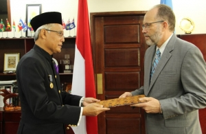 Indonesia's first Ambassador to CARICOM, His Excellency Drs. Dominicus Supratikto presents his letters of credence to Secretary-General Ambassador Irwin LaRocque