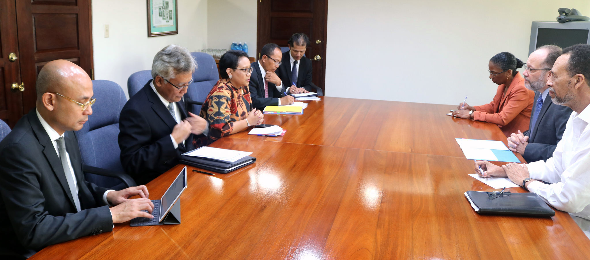 Secretary-General and Foreign Minister joined by their officials for talks