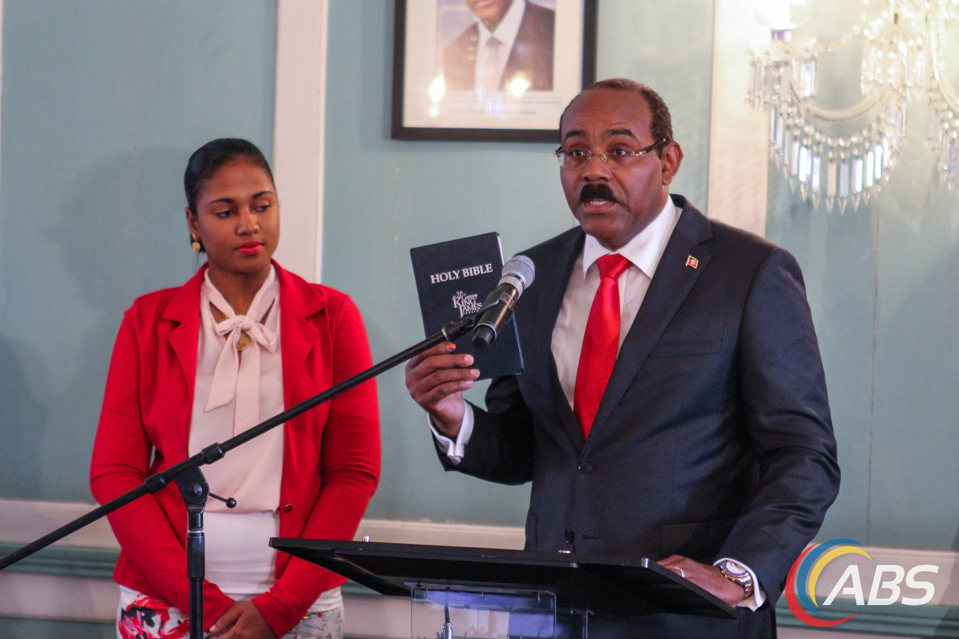 Photo of PM Gaston Browne and Cabinet sworn in