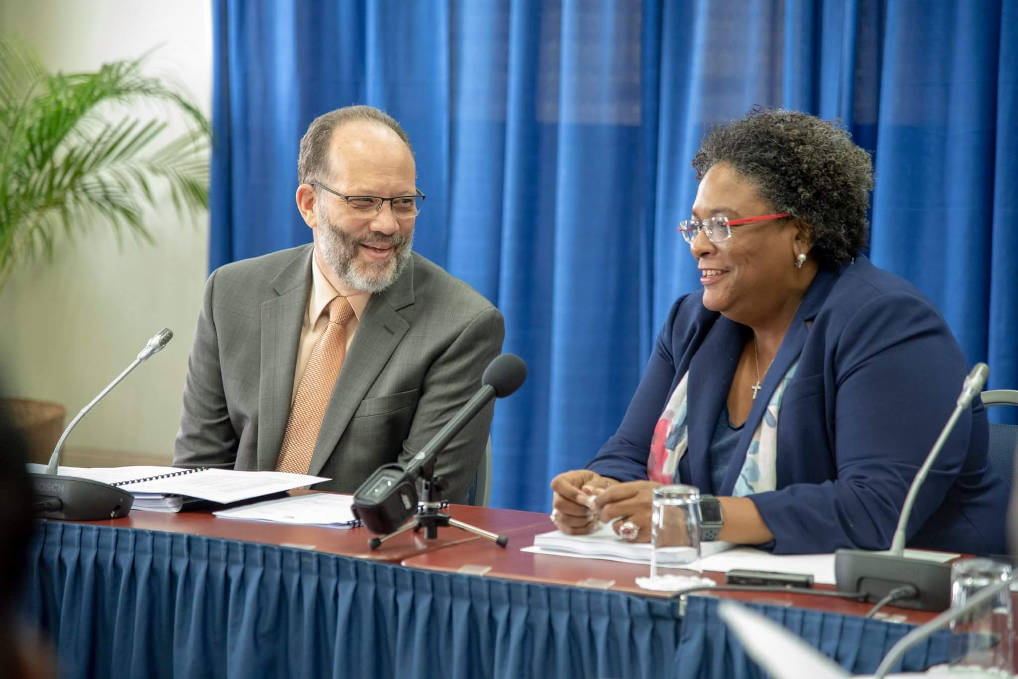 Photo of CARICOM Secretary-General briefs new Barbados Prime Minister