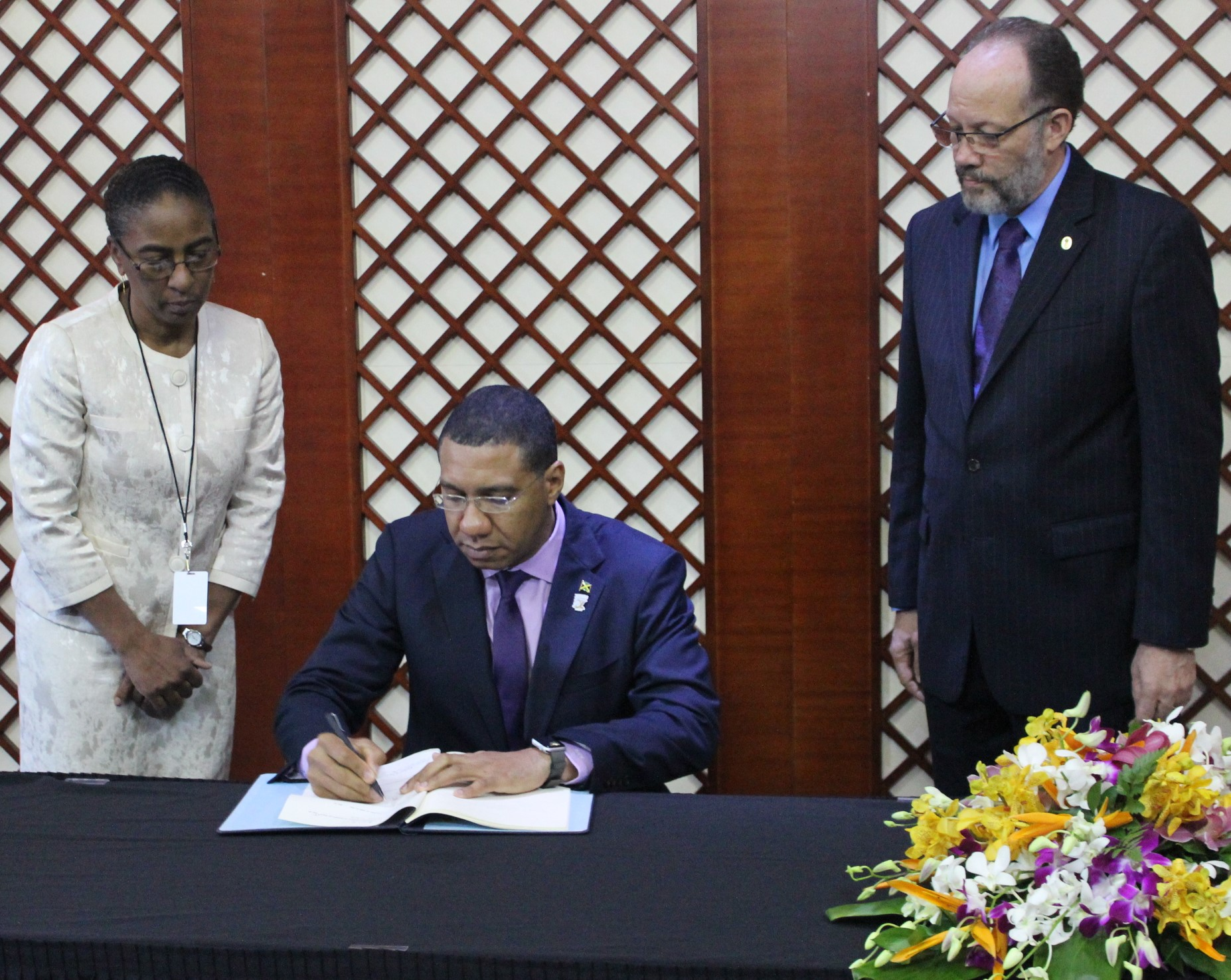 Photo of Jamaica's Prime Minister signs CARICOM Agreements on cooperation in Education and Security